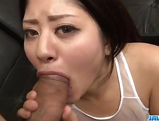 Bailey Ward made a sensational blowjob during her first night of oral fuck