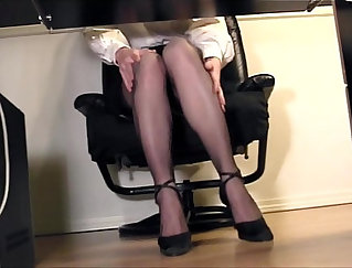 Car employee serving her boss in his office