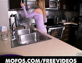 Blonde kitchen wife cant wait keep herself semeny woth sex