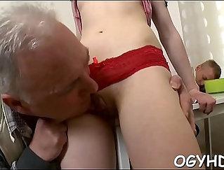 Amazing dagger girl plays