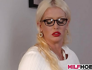 Busty stepmom seductively squeezed huge cumload