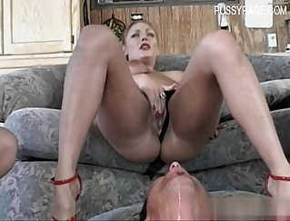 creaming the wet squirting pussy
