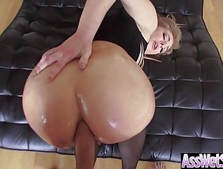Blonde Latina get oiled and show her big ass on Cam