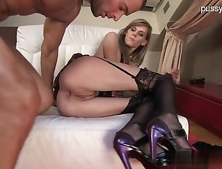 Amateur home video of a glamorous sex with guy