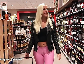 Latex-wearing chicks showing their bodies in sexy clothes
