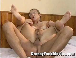 Busty granny Kelly Fox gets reverse cowgirl