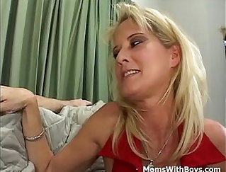 amatuer mom with hair to cover matures feet